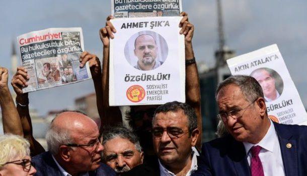 لجنة حماية الصحفيين الدولية: عدد قياسي من الصحفيين خلف القضبان وتركيا في المرتبة الاولى