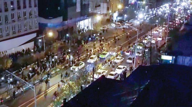 احتجاجات إيران: ارتفاع عدد القتلى إلى 22 بينهم اثنان من الحرس الثوري والشرطة